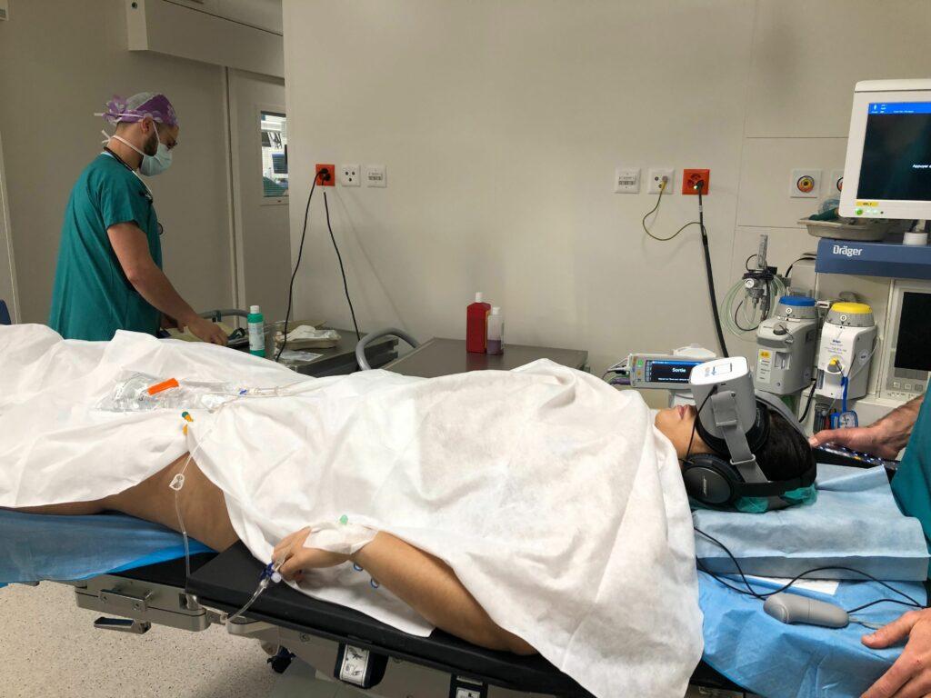 La réalité virtuelle soulage le stress de l'anesthésie locale.